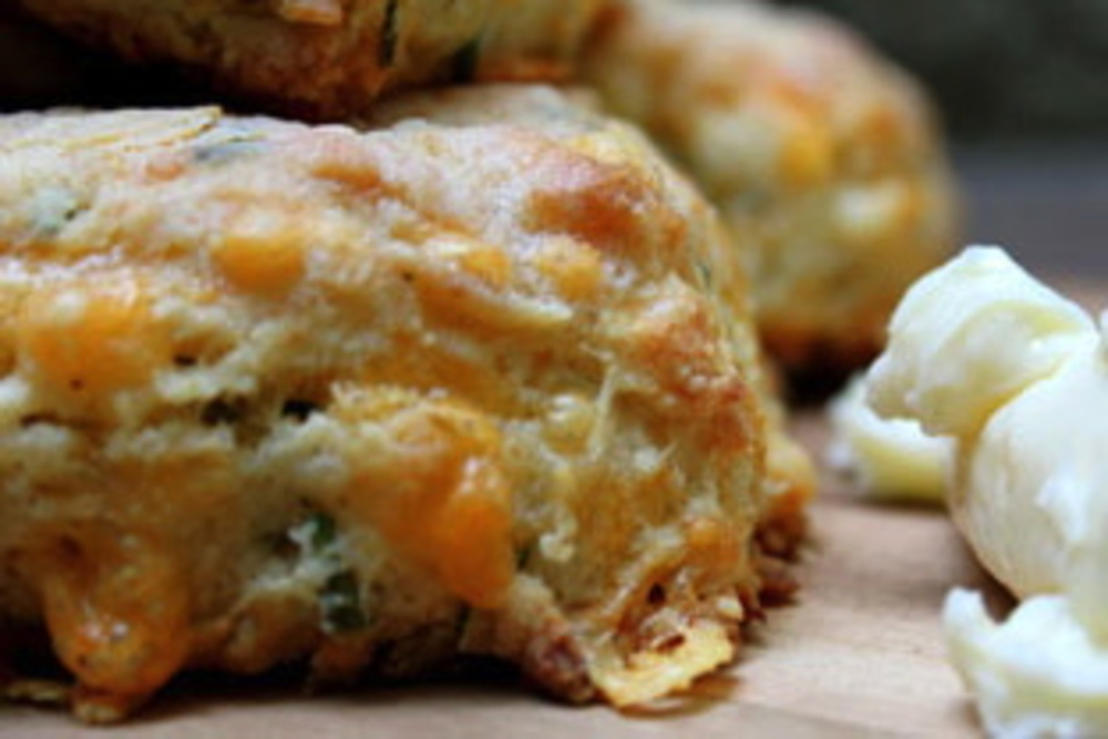 Cheddar Cheese Chive Buttermilk Biscuits on numnums.com