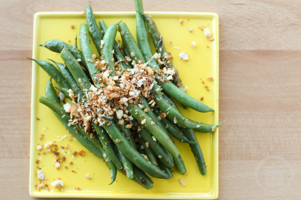 garlic lemon skillet green beans with toasted bread crumbs